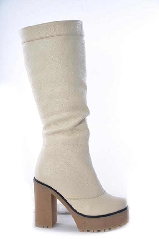Фото обуви белые сапоги